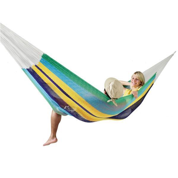 La Hamaca de red familiar Mexicana canaria ofrece un fantástico confort gracias a las 564 cuerdas de algodón natural con las que está trenzada.