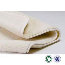 La manta-edredón de lana Sondrio de Prolana absorbe la humedad, se adapta perfectamente al cuerpo y proporciona una comodidad absoluta. Su suavidad al tacto te sorprenderá.