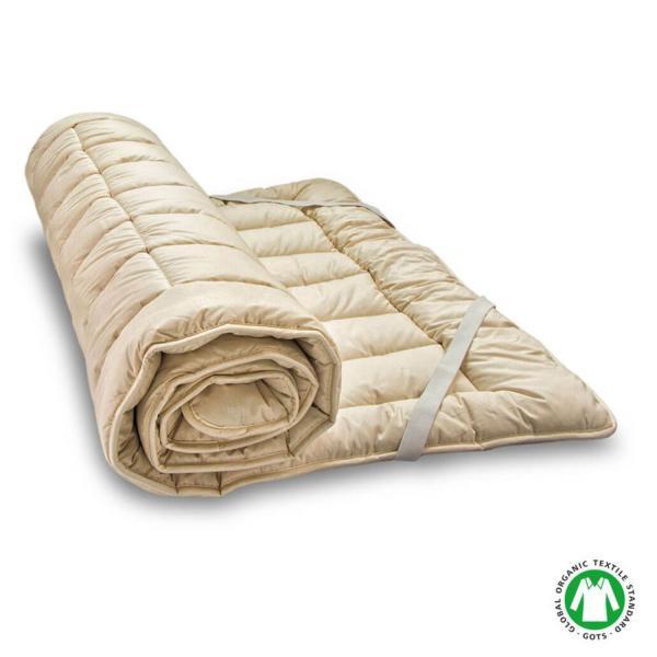 La funda del topper TorWo es de algodón orgánico satinado y tiene cosidas en los extremos unas cintas elásticas para fijarlo al colchón sin que se mueva.