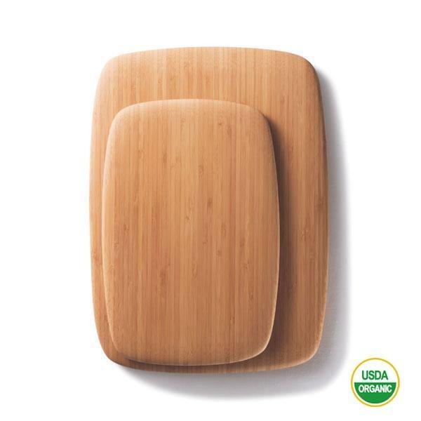 La tabla para cortar de bambú es un complemento imprescindible en cualquier cocina.