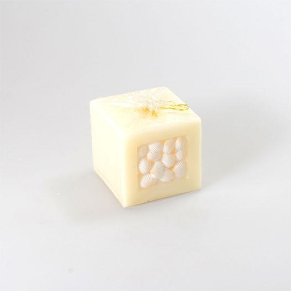 Vela cera natural blanca con conchas