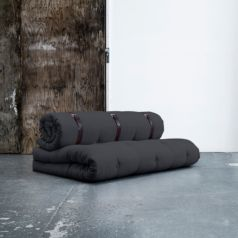 Fabricado por Karup, el sofá cama Buckle-Up es tan original como divertido y está disponible en color gris oscuro. - Ítem