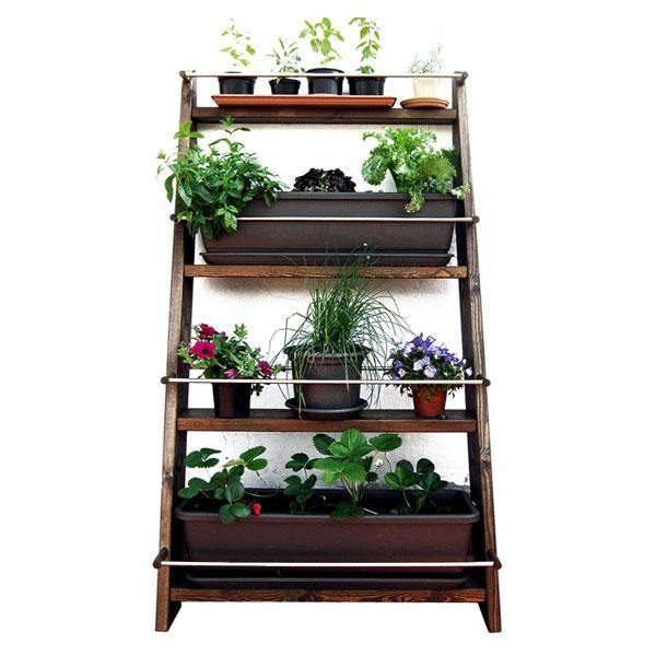 El Jardín vertical Zurtek están fabricado en madera maciza, con un tratamiento al agua que la protege de la lluvia y el sol.