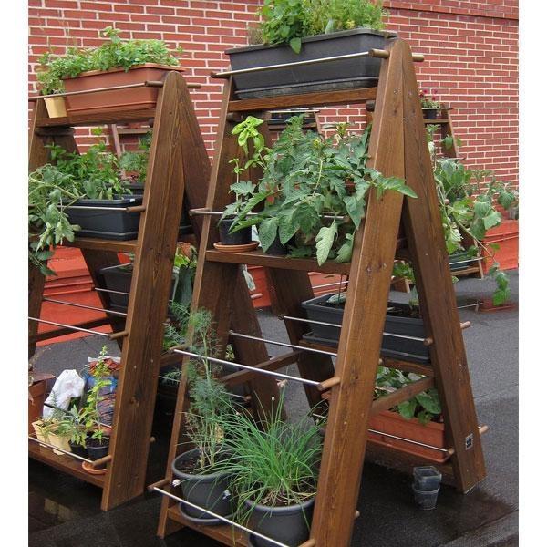 Jardín vertical Zurtek doble. Están fabricados en madera maciza, con un tratamiento al agua que la protege de la lluvia y el sol. Los accesorios son de acero inoxidable.