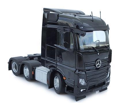 MARGE MODELS 1:32 Camión MERCEDES-BENZ ACTROS STREAMSPACE 6X2 NEGRO