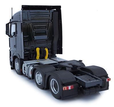 MARGE MODELS 1:32 Camión MERCEDES-BENZ ACTROS STREAMSPACE 6X2 NEGRO - Ítem2