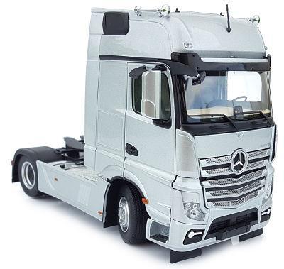 MARGE MODELS 1:32 Camión MERCEDES-BENZ ACTROS GIGASPACE 4X2 PLATA