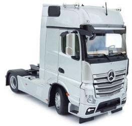 MARGE MODELS 1:32 Camión MERCEDES-BENZ ACTROS GIGASPACE 4X2 PLATA
