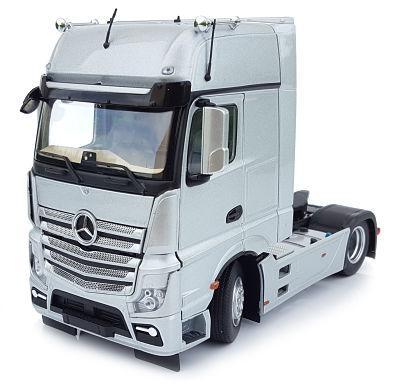 MARGE MODELS 1:32 Camión MERCEDES-BENZ ACTROS GIGASPACE 4X2 PLATA - Ítem1