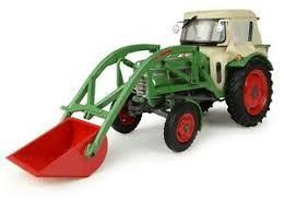 UNIVERSAL HOBBIES 1:32 Tractor FENDT FARMER 2 CON CABINA Y PALA FRONTAL
