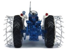UNIVERSAL HOBBIES 1:32 Tractor FORD 5000 CON RUEDAS DE METAL - Ítem2