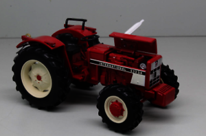 REPLICAGRI 1:32 Tractor INTERNATIONAL 533 SA - Ítem1
