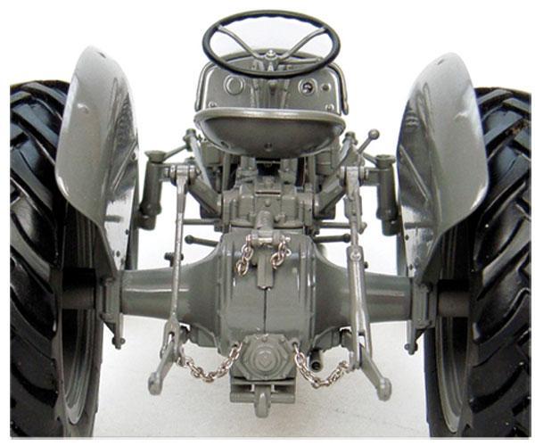 Replica tractor FERGUSON TEA20 - Ítem4