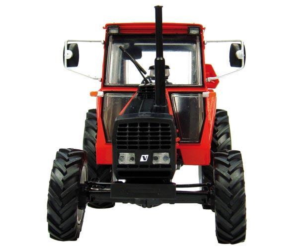 UNIVERSAL HOBBIES 1:32 Tractor VOLVO VALMET BM 705 - Ítem1