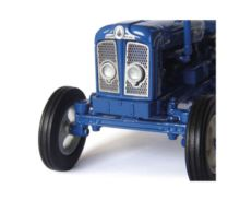 Réplica tractor FORDSON Super Major Universal Hobbies UH4880 - Ítem4