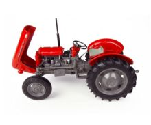 Réplica tractor MASSEY FERGUSON 135 Universal Hobbies Uh4989 - Ítem2