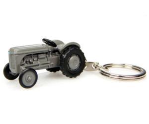 UNIVERSAL HOBBIES Llavero tractor FERGUSON TEA20