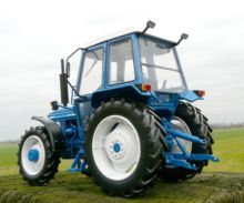 Replica tractor FORD 5610 Gen1, 4WD - Ítem1
