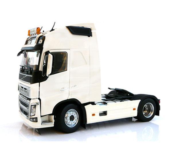 MARGE MODELS 1:32 Camión VOLVO FH16 4X2 - Ítem1