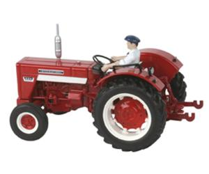 Replica tractor INTERNATIONAL 624 con conductor