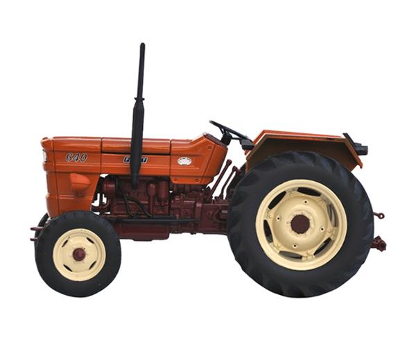 Réplica tractor FIAT 640