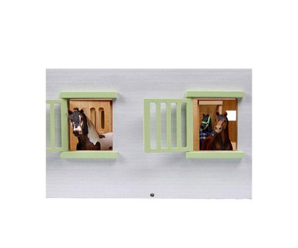 KIDS GLOBE FARMING 1:24 Establo de caballos con 7 cuadras 610189 - Ítem1