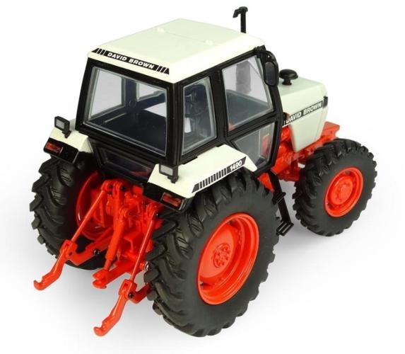 UNIVERSAL HOBBIES 1:32 Tractor DAVID BROWN 1490 4WD - Ítem1