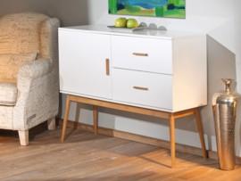 Buffet de madera en color blanco con cajones y puertas en for Akasa muebles