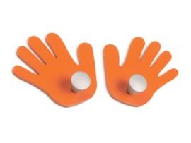 Perchas infantiles con forma de manos