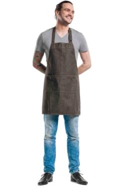 Davantal de cuina texà amb peto marró amb dues butxaques quadrats i acabats amb reblons