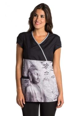 Blusón de manga corta con cuello de pico y contraste en escote y bolsillo