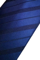 corbata blau mari de ratlles