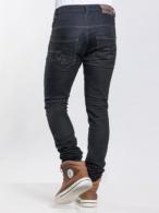 pantalón slim negro parte trasera