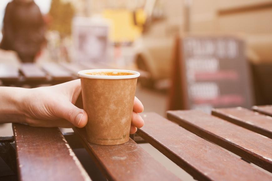 El café para llevar se sube al tren de los vasos desechables ecológicos
