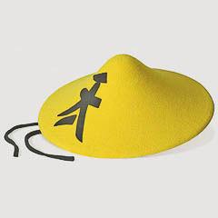 Sombrero oriental amarillo de fieltro