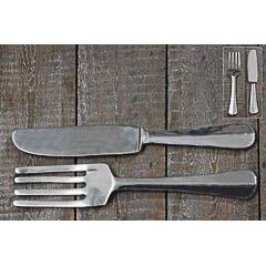 Tenedor y cuchillo gigantes de metal