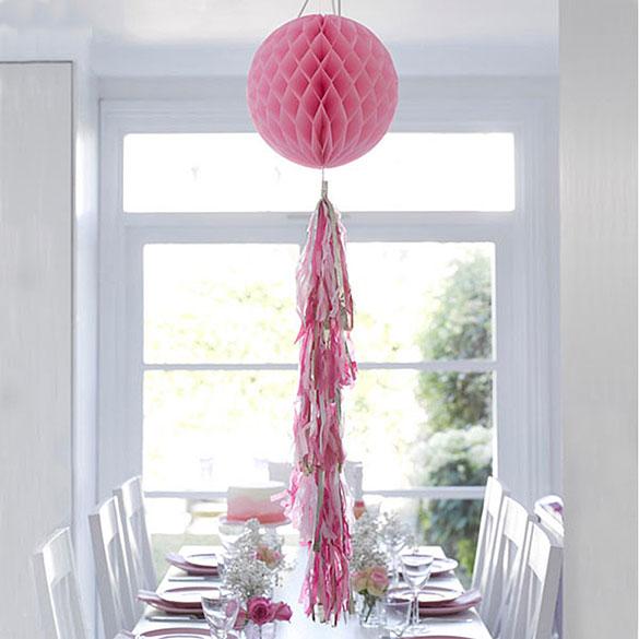 Decoración bola de papel rosa con borla colores surtidos