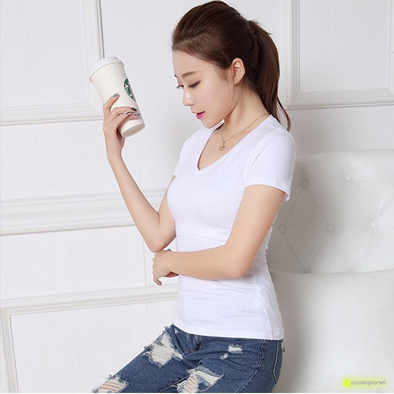 Camiseta Blanca Básica Cuello en U