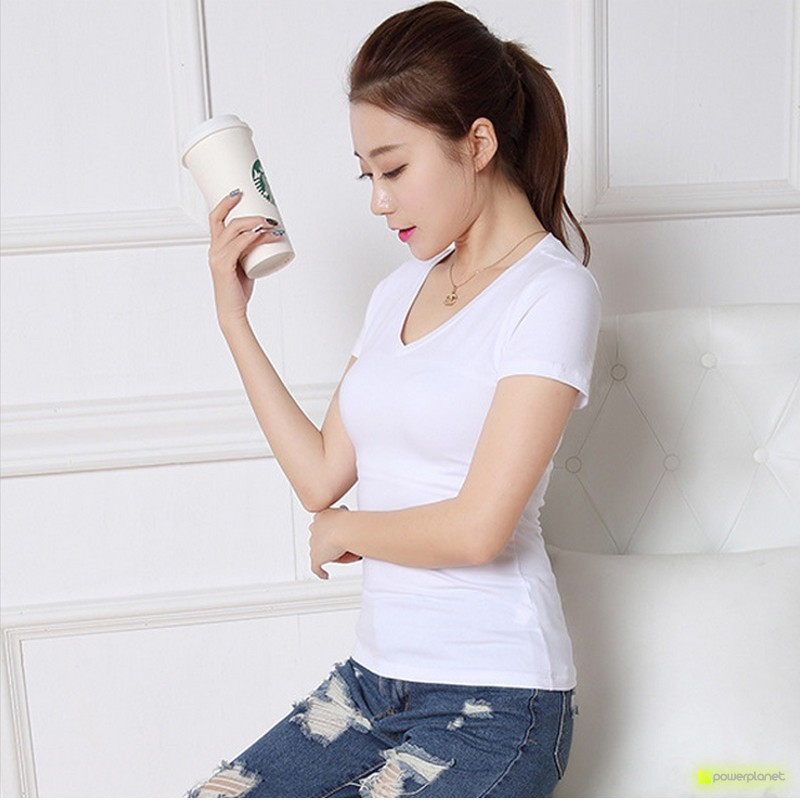 Camisa Branca Básica Scoopneck