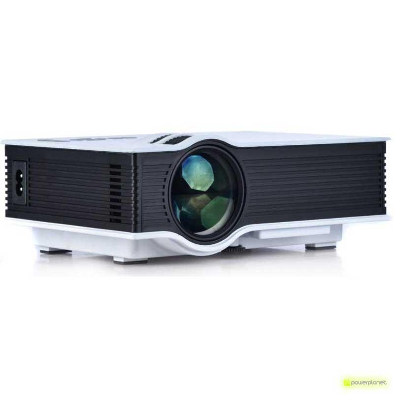 Unic UC40 Mini Projector