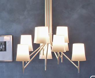 Lámpara de suspensión con pantallas de policarbonato en 4 colores.