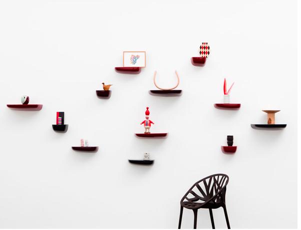 Estante a pared de forma orgánica, diseñado por Ronan & Erwan Bouroullec para Vitra