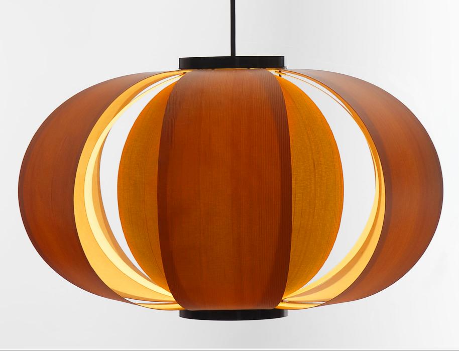 Versión pequeña de la famosa lámpara de suspensión Disa diseño de J. A. Coderch en 1954, producida por Tunds