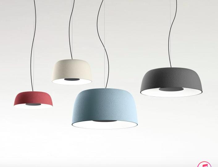 Lámpara de colgar de varios colores.