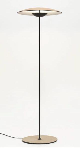 Lámpara de pie, led, com difusor tipo plato de madera laminada en roble natural o wengué, lámpara elegante e intimista que produce ambientes singulares.