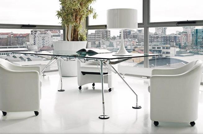 mesa somos diseño de norman foster