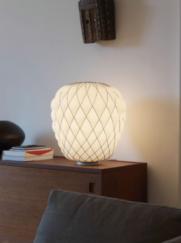 Lámpara sobre mesa Pinecone