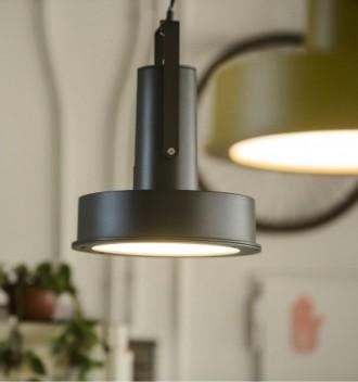 Oferta en Lámpara de suspensión metálica, tipo industrial. Diseño equipo Santa & Cole