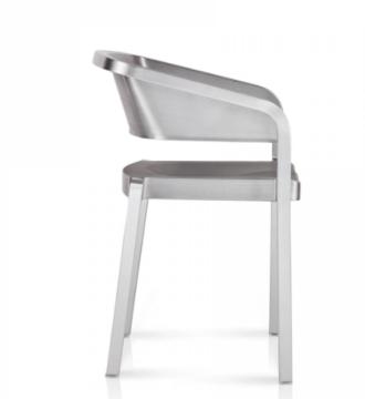 Silla Soso de aluminio diseño del arquitecto Jean Nouvel para la marca emeco