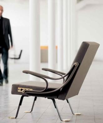 Digamma armchair